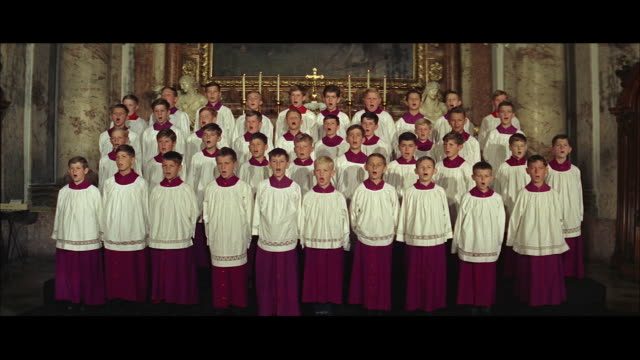 vidéos et rushes de ws boys choir singing standing indoors - choeur