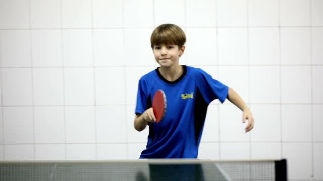 スポーツの男の子 - カーテン レース点の映像素材/bロール