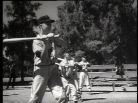 b/w boys in uniforms practicing batting / baseball / sacramento / sound - solo bambini maschi video stock e b–roll