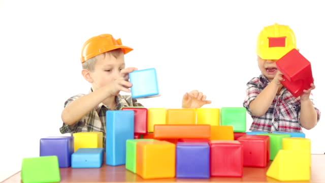 vídeos y material grabado en eventos de stock de niños jugando con bloques - bloque forma