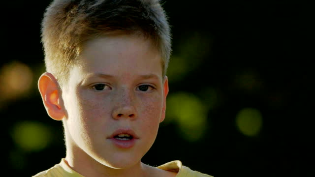stockvideo's en b-roll-footage met boy's portret - 10 11 jaar