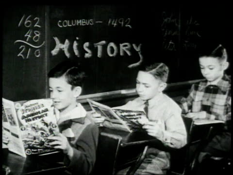vídeos de stock, filmes e b-roll de 1948 montage boys reading comics in classroom / united states - documentário