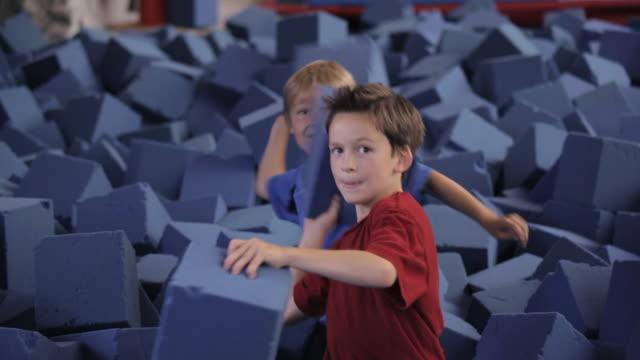 stockvideo's en b-roll-footage met ms boys throwing foam blocks / vancouver, british columbia, canada - alleen jongens
