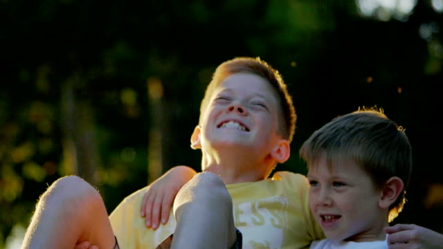 男の子 - 表情点の映像素材/bロール