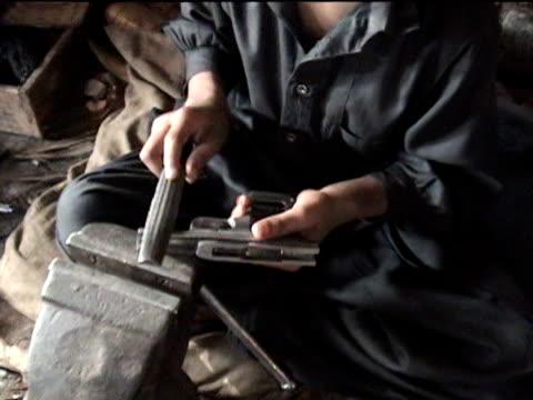 stockvideo's en b-roll-footage met boys working in gun making factory, sakha kot in swat agency of tribal zones, federally administered tribal areas, pakistan, audio - vuurwapenwinkel
