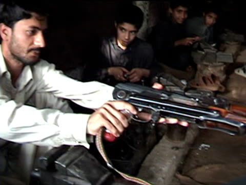 boys working in gun making factory, sakha kot in swat agency of tribal zones, federally administered tribal areas, pakistan, audio - solo bambini maschi video stock e b–roll