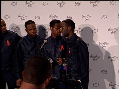 boyz ii men at the american music awards 1998 at the shrine auditorium in los angeles california on january 26 1998 - american music awards video stock e b–roll