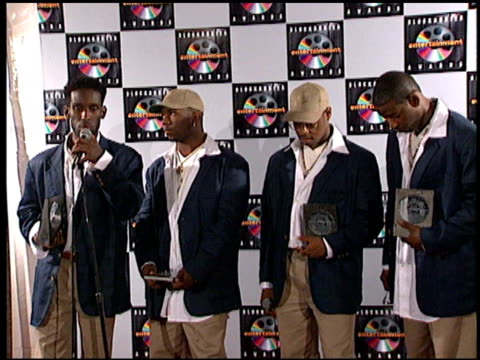 boyz ii men at the blockbuster entertainment awards at pantages theater in hollywood, california on june 3, 1995. - 1995 bildbanksvideor och videomaterial från bakom kulisserna