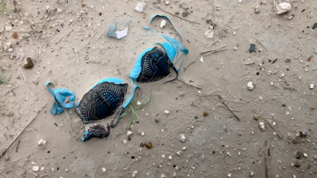 vidéos et rushes de a bra lies in the dirt along an immigrant trail near the usmexico border on july 02 2019 in mcallen texas immigrants mostly from central america... - soutien gorge
