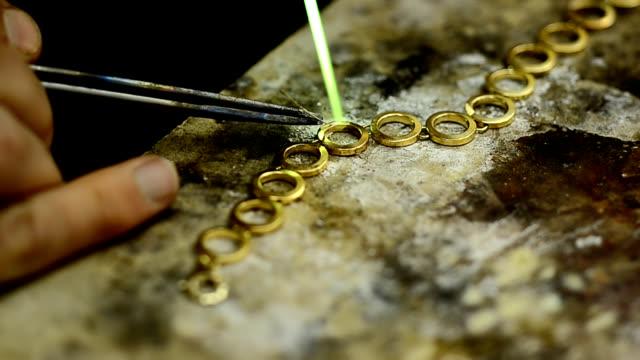 stockvideo's en b-roll-footage met bracelet jewelry - parel juwelen