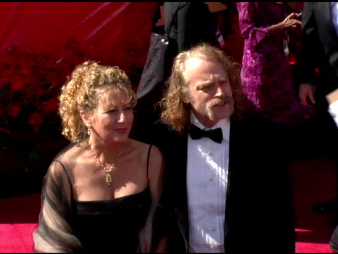 vídeos y material grabado en eventos de stock de brad dourif and guest at the 2006 primetime emmy awards arrivals at the shrine auditorium in los angeles, california on september 19, 2004. - premio emmy anual primetime