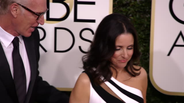 brad hall and julia louisdreyfus at the 74th annual golden globe awards arrivals at the beverly hilton hotel on january 08 2017 in beverly hills... - ビバリーヒルトンホテル点の映像素材/bロール