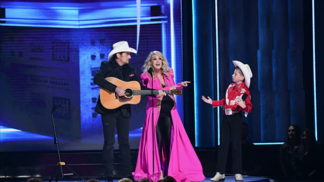 brad paisley, carrie underwood and mason ramsey perform onstage during the 52nd annual cma awards at the bridgestone arena on november 14, 2018 in... - country musik stock-videos und b-roll-filmmaterial