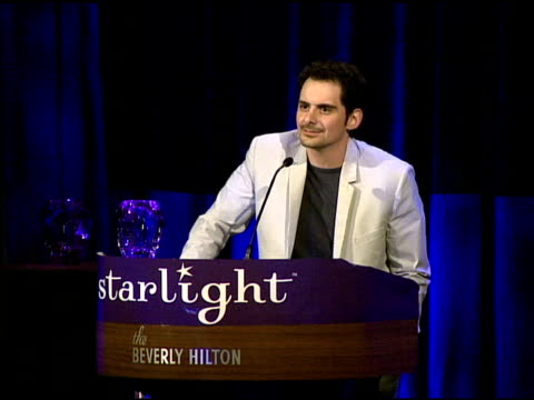 brad paisley presenting the heart of gold award to william shatner and elizabeth shatner at the a stellar night gala presented by starlight... - elizabeth shatner stock videos & royalty-free footage