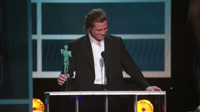 brad pitt accepts the awards for outstanding performance by a male actor in a supporting role for once upon a time in hollywood onstage during the... - 映画俳優組合点の映像素材/bロール