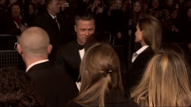 vídeos de stock, filmes e b-roll de brad pitt and angelina jolie arrive at the baftas 2014 - brangelina casal