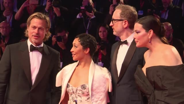 vídeos y material grabado en eventos de stock de brad pitt and the cast of the movie ad astra directed by james gray walk the red carpet at the 76th venice film festival amid eager fans waiting to... - brad pitt