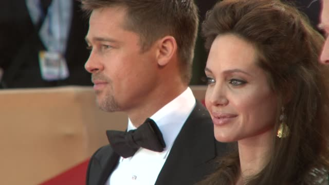 """vidéos et rushes de brad pitt, angelina jolie, clint eastwood, and dina eastwood at the cannes steps and exits for """"changeling"""" in cannes on may 20, 2008. - 2008"""