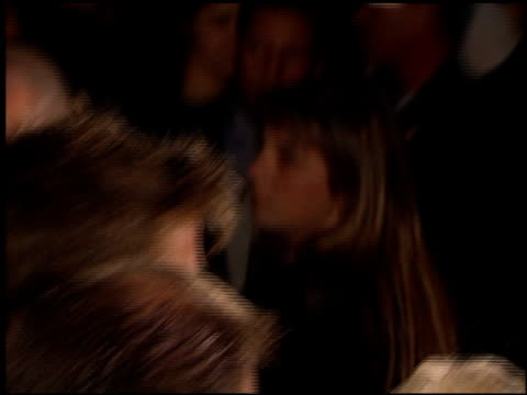 vídeos y material grabado en eventos de stock de brad pitt at the 'meet joe black' premiere at academy theater in beverly hills california on november 10 1998 - brad pitt