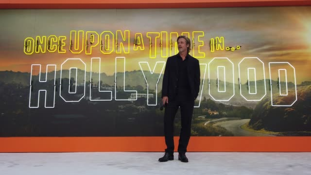 brad pitt attends the 'once upon a time in... hollywood' uk premiere at the odeon luxe leicester square on july 30, 2019 in london, england. - 俳優 ブラッド・ピット点の映像素材/bロール