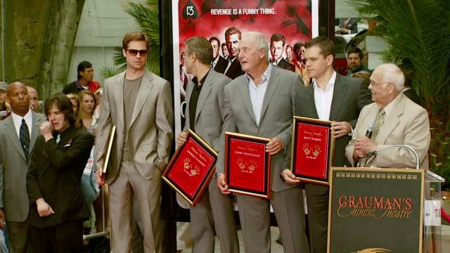 brad pitt, george clooney, jerry weintraub, matt damon, and johnny grant at the 'ocean's thirteen' handprint and footprint ceremony at grauman's... - マット・デイモン点の映像素材/bロール