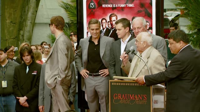 brad pitt, george clooney, matt damon, jerry weintraub, and johnny grant at the 'ocean's thirteen' handprint and footprint ceremony at grauman's... - マット・デイモン点の映像素材/bロール
