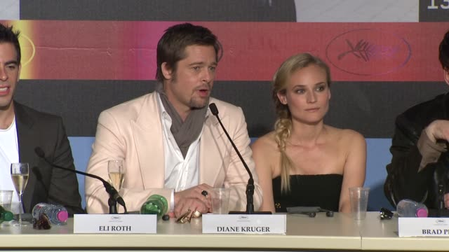 brad pitt on how he got involved in the movie with tarantino at the cannes film festival 2009 inglourious basterds press conference arrivals at cannes - 62 ° festival internazionale del cinema di cannes video stock e b–roll