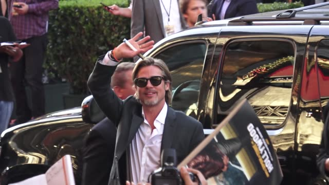 brad pitt outside the once upon a time in hollywood premiere at tcl chinese theatre in hollywood in celebrity sightings in los angeles, - 俳優 ブラッド・ピット点の映像素材/bロール