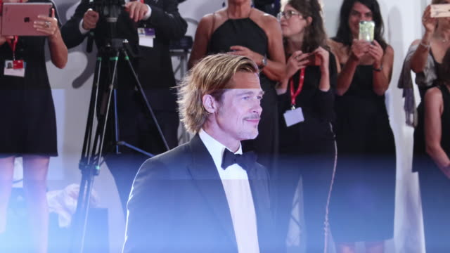 """brad pitt walks the red carpet ahead of the """"ad astra"""" screening during the 76th venice film festival at sala grande on august 29, 2019 in venice,... - 俳優 ブラッド・ピット点の映像素材/bロール"""