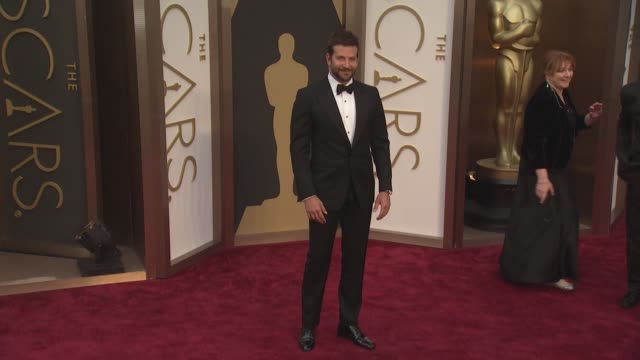vidéos et rushes de bradley cooper - 86th annual academy awards - arrivals at hollywood & highland center on march 02, 2014 in hollywood, california. - academy awards