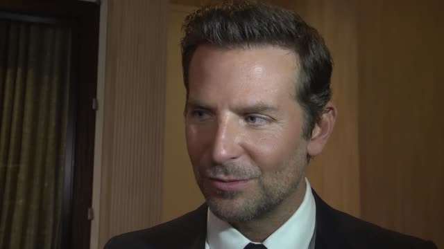 vídeos y material grabado en eventos de stock de bradley cooper american sniper actor and director of a star is born receives the american cinematheque award for his career in the presence of lady... - premio american cinematheque