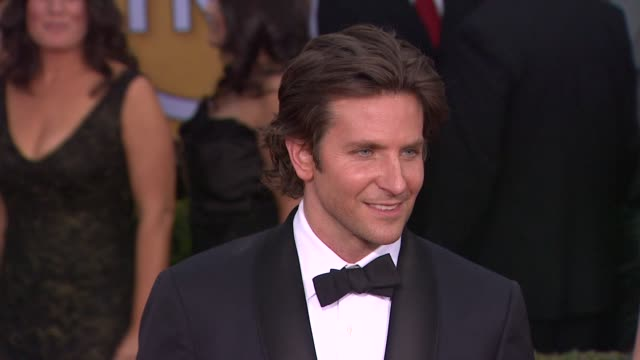 bradley cooper at 19th annual screen actors guild awards arrivals 1/27/2013 in los angeles ca bradley cooper at 19th annual screen actors guild at... - screen actors guild stock videos and b-roll footage
