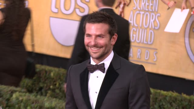 vídeos de stock, filmes e b-roll de bradley cooper at 20th annual screen actors guild awards arrivals at the shrine auditorium on in los angeles california - shrine auditorium