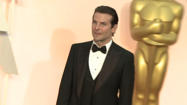 vidéos et rushes de bradley cooper at 87th annual academy awards arrivals at dolby theatre on february 22 2015 in hollywood california - cérémonie des oscars