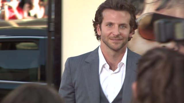 bradley cooper at the 'the hangover' premiere at hollywood ca - una notte da leoni video 2009 video stock e b–roll