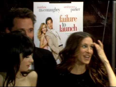 bradley cooper, terry bradshaw, kathy bates, matthew mcconaughey, sarah jessica parker, zooey deschanel and justin bartha at the 'failure to launch'... - terry bradshaw stock videos & royalty-free footage