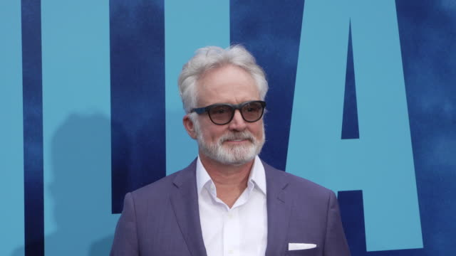 """bradley whitford at the world premiere of """"godzilla: king of the monsters"""" at tcl chinese theatre on may 18, 2019 in hollywood, california. - ブラッドリー ウィトフォード点の映像素材/bロール"""