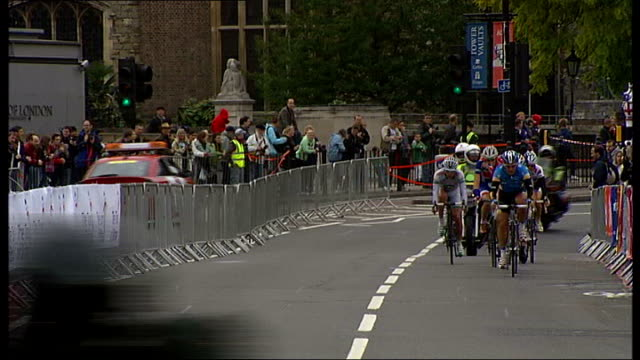bradley wiggins at 2008 tour of britain race paul manning interview sot cyclists along street / reporter to camera stunt cyclist performing tricks on... - tour of britain stock videos & royalty-free footage