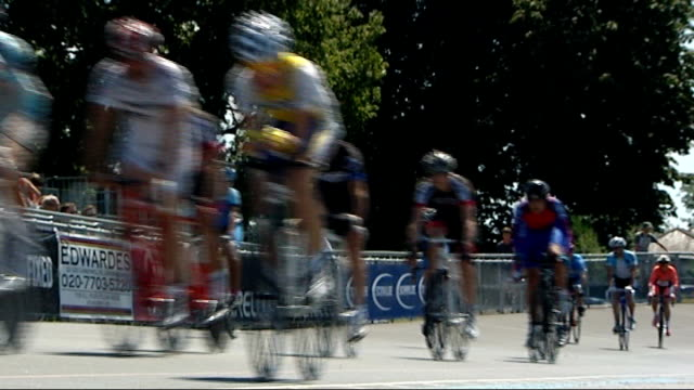 bradley wiggins becomes the first briton to win the tour de france london herne hill cyclists riding along at the herne hill velodrome where bradley... - ツール・ド・フランス点の映像素材/bロール