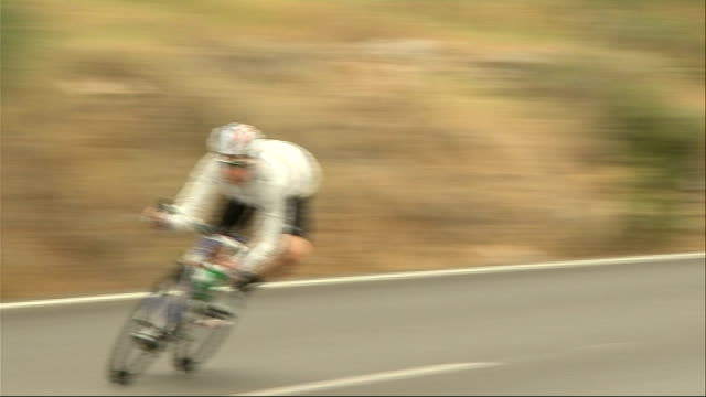 bradley wiggins prepares for tour de france in majorca wiggins cycling towards - ツール・ド・フランス点の映像素材/bロール