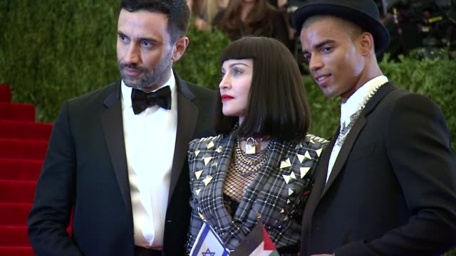 vídeos de stock, filmes e b-roll de brahim zaibat madonna riccardo tisci at punk chaos to couture costume institute gala at metropolitan museum of art on may 06 2013 in new york new york - 2013