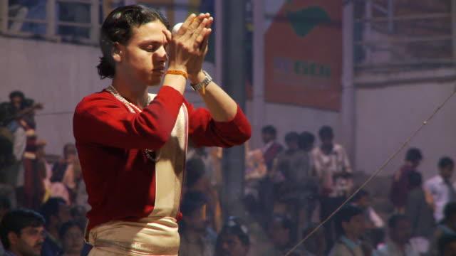 brahmin priests  preparing aarti ceremony - conch stock videos & royalty-free footage