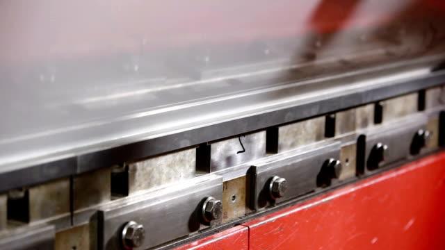 ブラーリングーキを押します。 - sheet metal点の映像素材/bロール