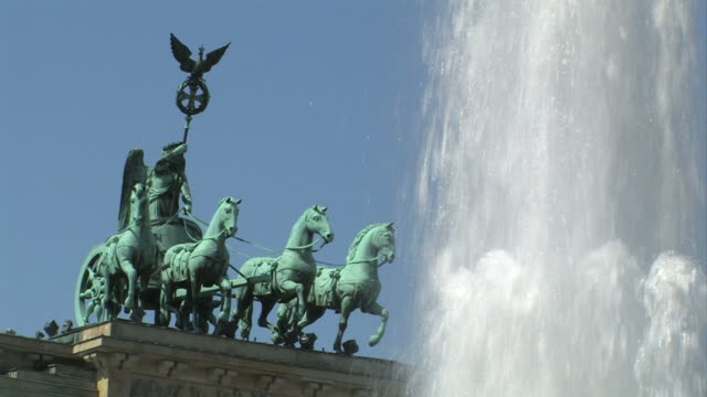 Brandenburg Gate, Berlin - quadriga statue + Audio