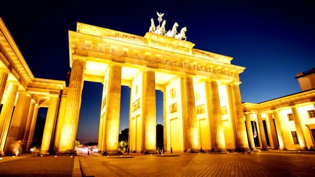 stockvideo's en b-roll-footage met berlin - brandenburger gate - brandenburgse poort