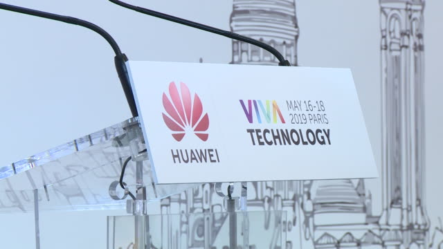 branding and logos of tech giants on display at paris viva technology 2019. shot list 00:00 to 00:15 - int gvs huawei branded stall in convention... - black shirt stock videos & royalty-free footage