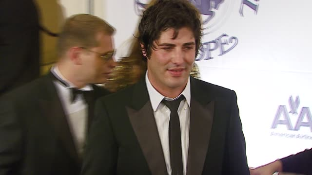 brandon davis at the mercedes-benz presents the 17th carousel of hope ball at the beverly hilton in beverly hills, california on october 29, 2006. - 音楽マネージャー ブランドン・デイヴィス点の映像素材/bロール