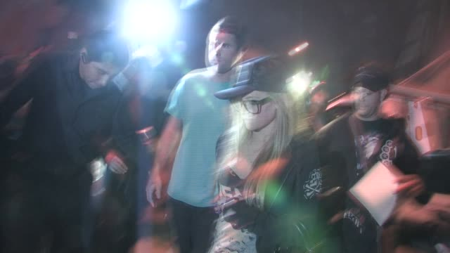 brandon davis, brody jenner and avril lavigne at las palmas in hollywood - 音楽マネージャー ブランドン・デイヴィス点の映像素材/bロール