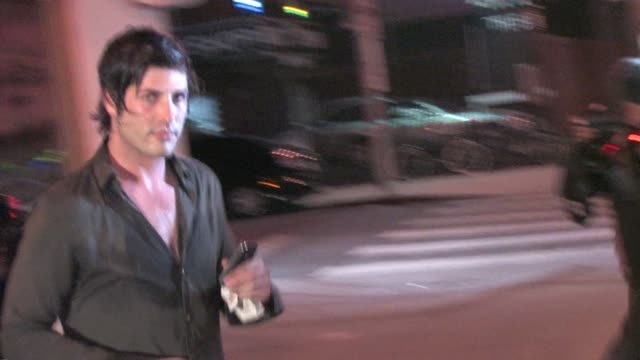 brandon davis leaving voyeur in west hollywood at the celebrity sightings in los angeles at los angeles ca. - 音楽マネージャー ブランドン・デイヴィス点の映像素材/bロール