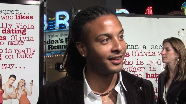 brandon jay mclaren on his character, fun on the set, and on working with amanda bynes as a guy at the she's the man los angeles premiere at the mann... - アマンダ バインズ点の映像素材/bロール